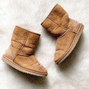 Ugg short brown boots sz 6